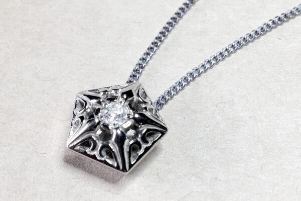 K18WG ダイヤモンドペンダント【010】